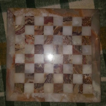 szachownica kamień alabaster szachy