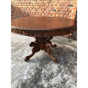 Duży piękny stół