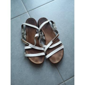 Białe sandałki Lasocki