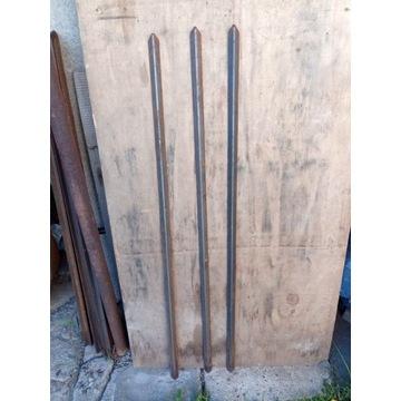 Sztachety ogrodzeniowe z kątownika 20 x 20 x 2