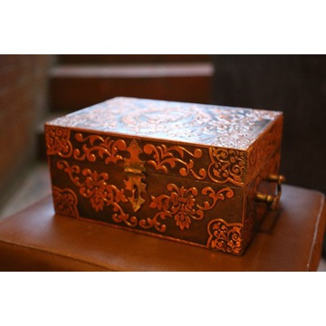 Metalowy kuferek/szkatułka ze wzorami