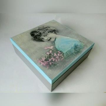 Szkatułka drewniana z dziewczynką, vintage