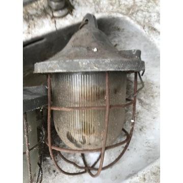 Lampa zewnętrzna , za drutem