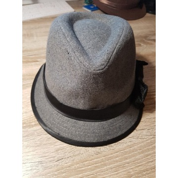 Szary kapelusz terranowa