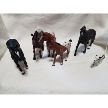 Zestaw koni Schleich + źrebak + pies