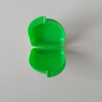 Zielone pudełko plastikowe półokrągłe