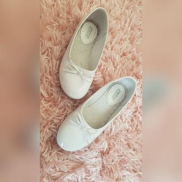 Białe lakierowane buciki baletki balerinki 34