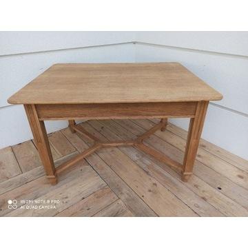 Stół drewniany między wojnie odnowiony