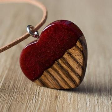 Biżuteria wisiorek serce z drewna i żywicy