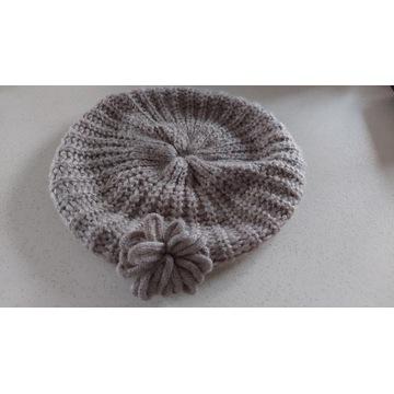 Beret z kwiatem obwód 40-60 cm