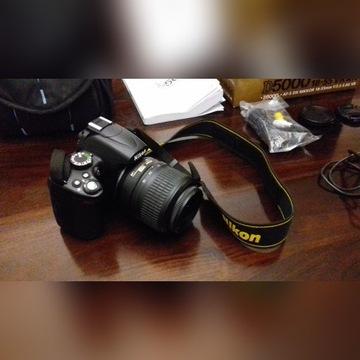 Lustrzanka Nikon D5000 + obiektyw Nikkor 18-55 VR