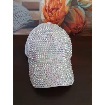 Czapka biała perłowa z opalizującymi cyrkoniami