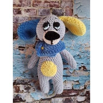 Pies szydełkowy rękodzieło handmade maskotk piesek