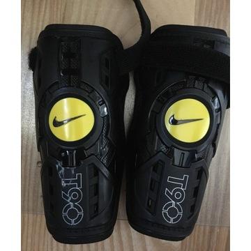 Ochraniacze Nike na nogi na wzrost 140-150 cm