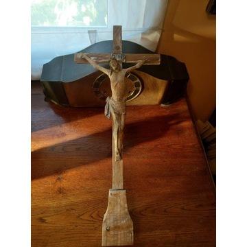 Krucyfiks- stary krzyż drewniany