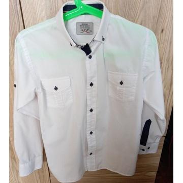 koszula biała z granatowym wykończeniem rozm.152