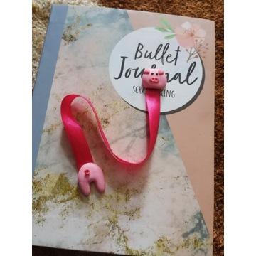 Zakładka do książki świnka z modeliny FIMO