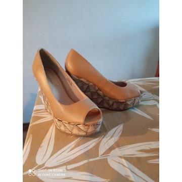 Piękne buty na koturnie firmy RESERVED