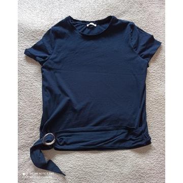 Granatowy T-Shirt z ozdobnym paskiem używany