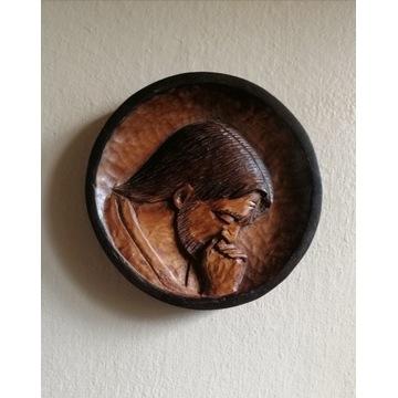 Płaskorzeźba w drewnie lipowym