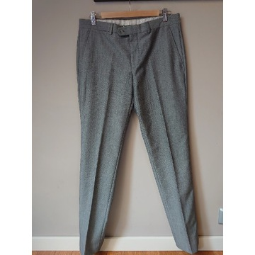 Szare eleganckie spodnie męskie Zara