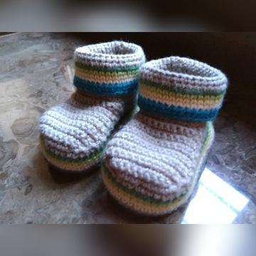 Wełniane niemowlęce buciki