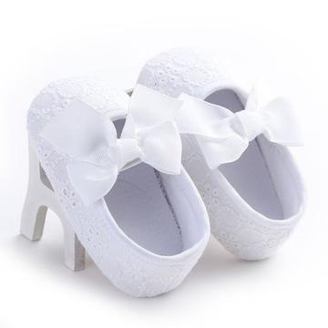 Śliczne białe buciki dla noworodka NOWE
