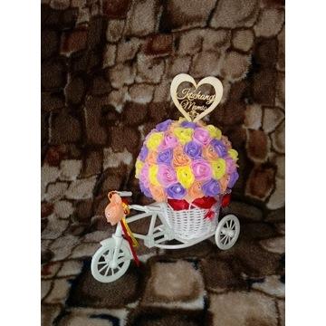 Dzień Matki prezent rowerek róże z pianki róża