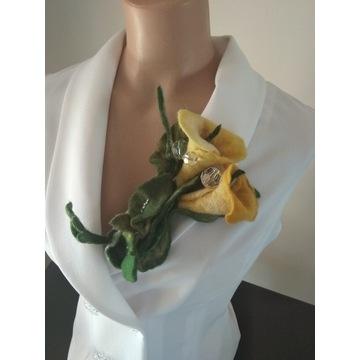 Broszka kwiat z filcu.