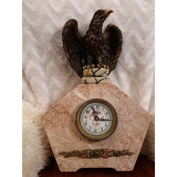 13a. Marmurowy zegar kominkowy z orłem.