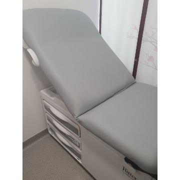 Komfortowy, funkcjonalny fotel medyczny.