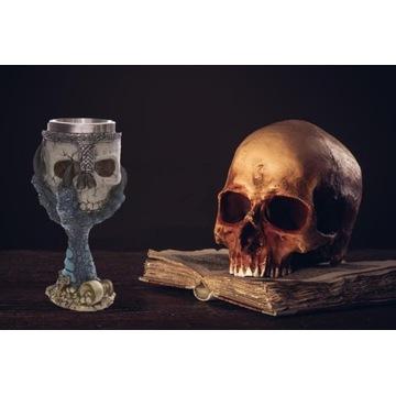 lampka do wina czaszka ze smoczym pazurem