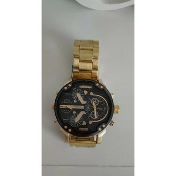 Męski zegarek w kolorze złota