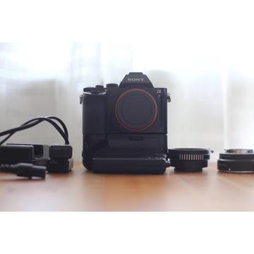 Sony a7 + grip i adaptery