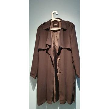 Czarny płaszcz 46