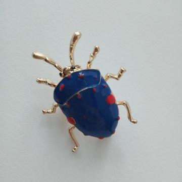 Broszka robak chrabąszcz natura owad emalia nowa