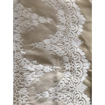 Przepiękna koronka ślubna koder kremowa biel