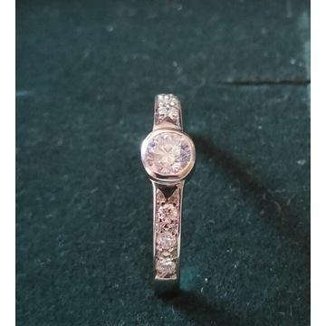 Pierścionek zaręczynowy z diamentami, 0,219 ct