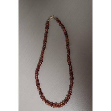 Naszyjnik z koralików z bursztynu