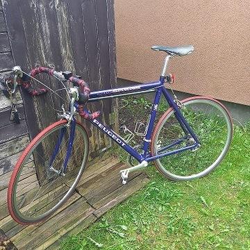 Rower szosowy Peugeot z akcesoriami