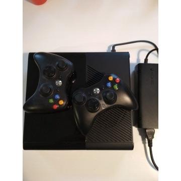 Xbox 360 500GB + 2 pady + 5 gier (m.in. FIFA)