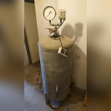 (4) Zbiornik hydroforowy 300 litrów
