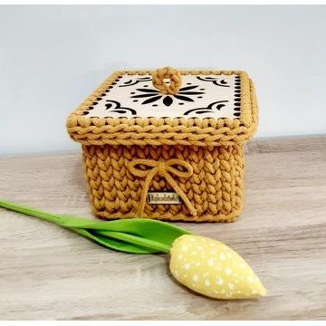 Kwadratowy koszyczek ,handmade .