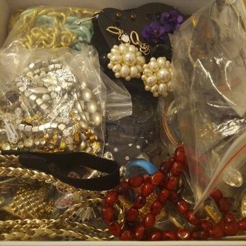 Pudełko z biżuterią damską - mix vintage