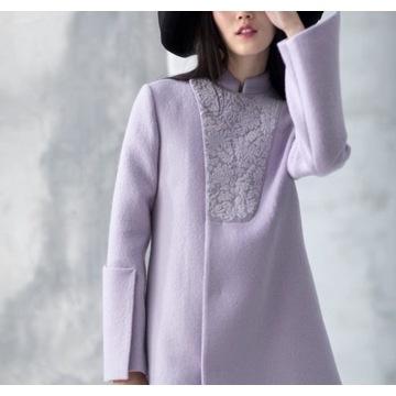 Długi jesienno-zimowy wełniany płaszcz z haftami
