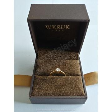 W.Kruk pierścionek Jedyny au 2,3g brylant 0,24ct