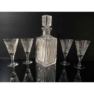 Kryształy-kpl-karafka i 4 kieliszki