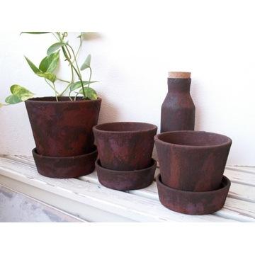 Donica, doniczka ceramiczna, gliniana pokryta rdzą