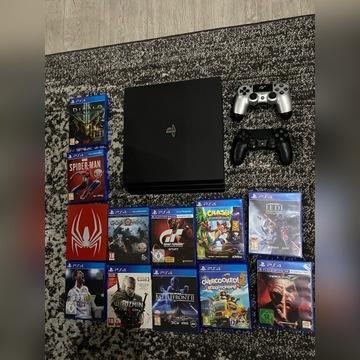 PlayStation 4 pro 1 TB 2 pady +gry