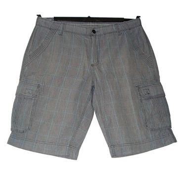 Krótkie  spodnie bojówki w kratę